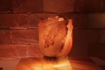 Solná lampa Vybroušená růže